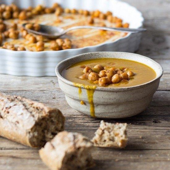 Rezept Kürbissuppe mit gebackenen Kichererbsen