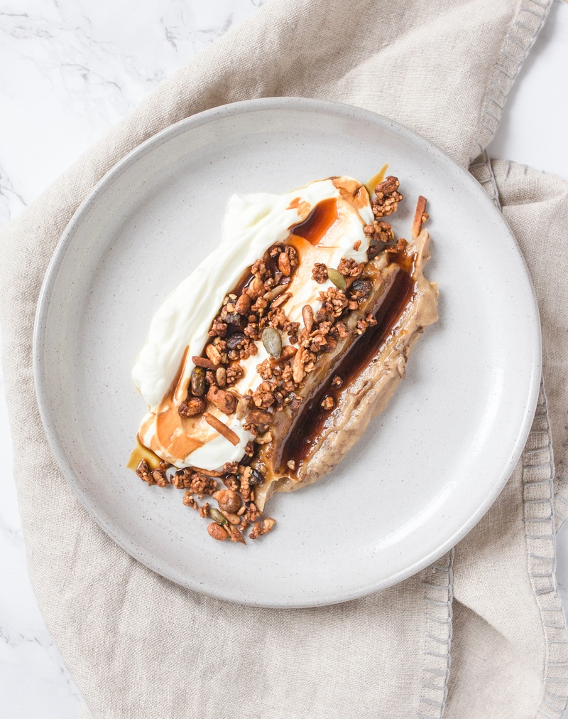 Rezept Labneh mit Dattel 'Hummus' und Chai Granola