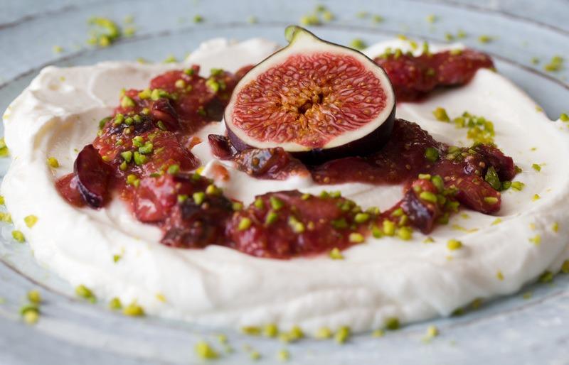 Rezept Labneh trifft Feige: cremiger Frischkäse mit süßem Feigenkompott