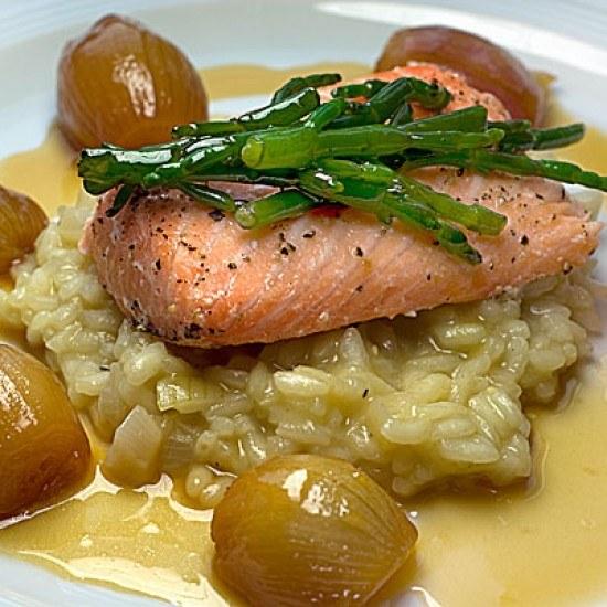 Rezept Lachs auf Wasabi-Risotto mit Portwein-Limetten-Schalotten