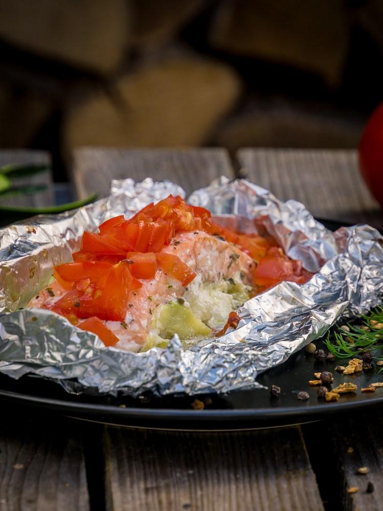 Rezept Lachs-Zucchini-Tomaten-Schiffchen vom Grill