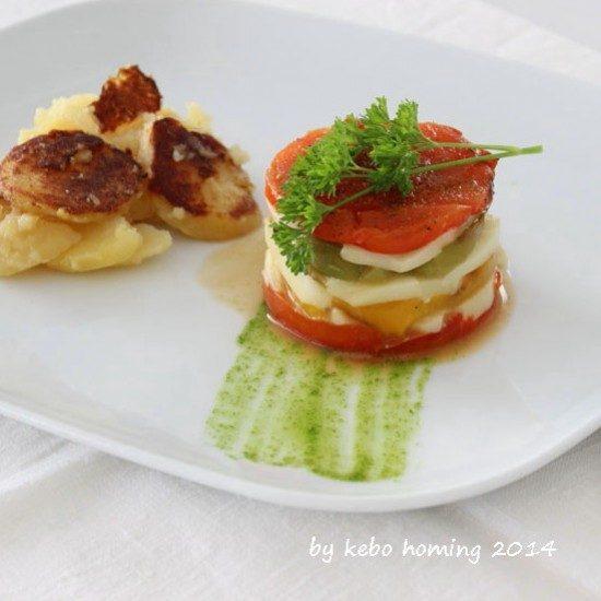 Rezept Lauwarme Paprika-Schafskäsetörtchen auf Petersilienölspiegel mit Röstkartoffeln...