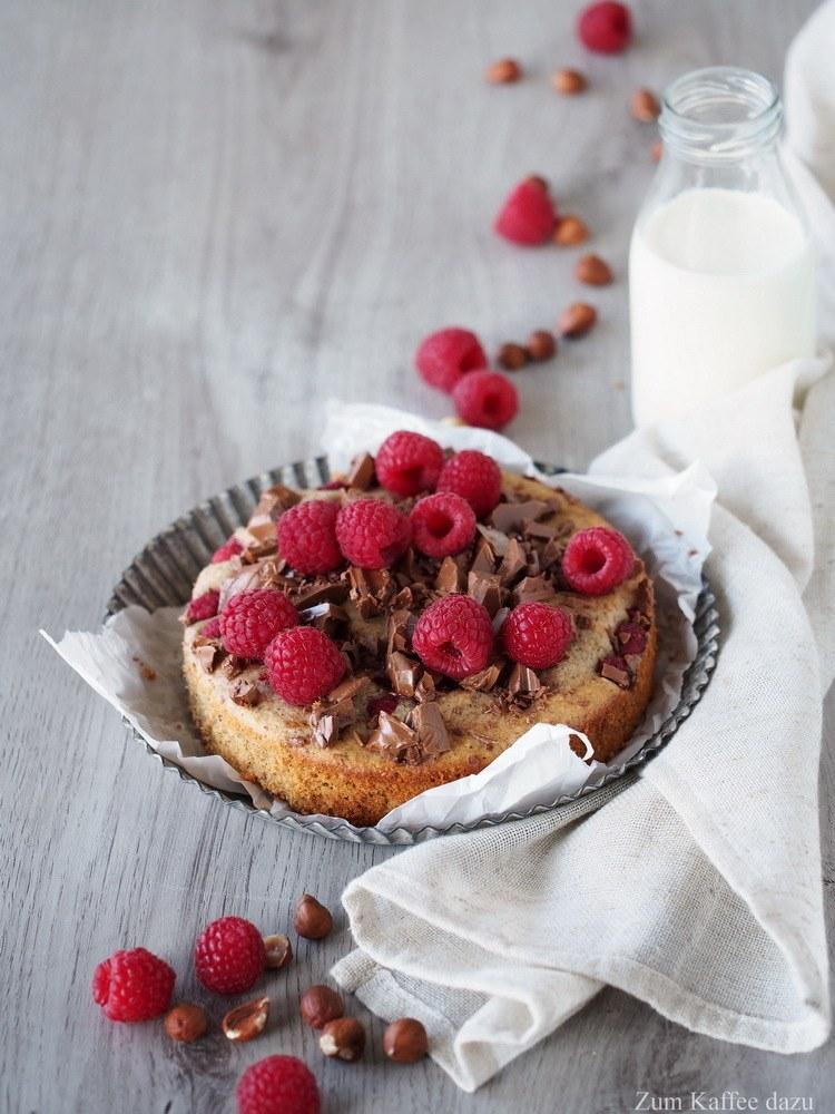 Rezept Lauwarmer Haselnusskuchen mit Schokolade und Himbeeren