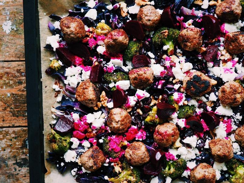 Rezept Lauwarmer Rotkohl-Brokkoli-Salat mit Lammhackbällchen