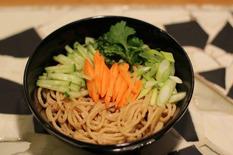 """Rezept """" Leng Mian"""" Chinesischer Nudelsalat mit Erdnussbutter und Szechuanpfeffer"""
