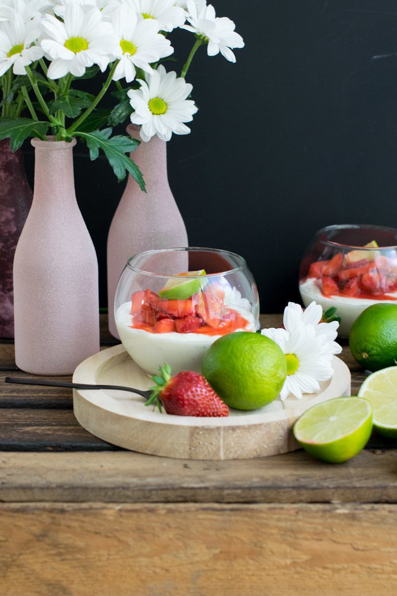 Rezept Limettenmousse mit karamellisierten Erdbeeren