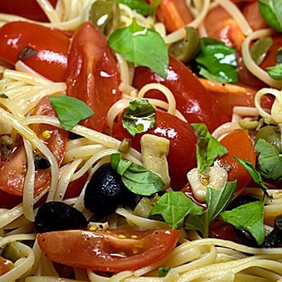 Rezept Linguine con pomodori, olive e acciuge