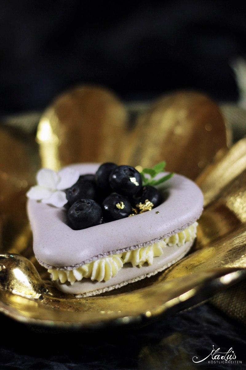 Rezept Macaron Herzen mit Heidelbeeren