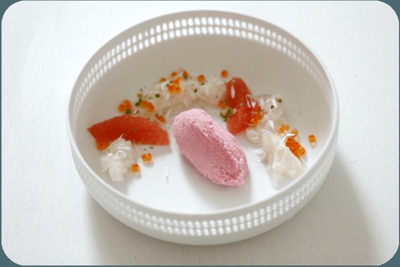 Rezept Malvensorbet mit Kabeljau-Ceviche, Pink Grapefruit, Gänseblümchen und Sancho-Pfeffer