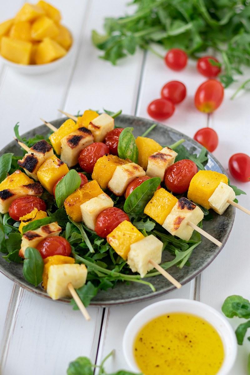 Rezept Mango-Käse-Spieße zum Grillen mit Salat