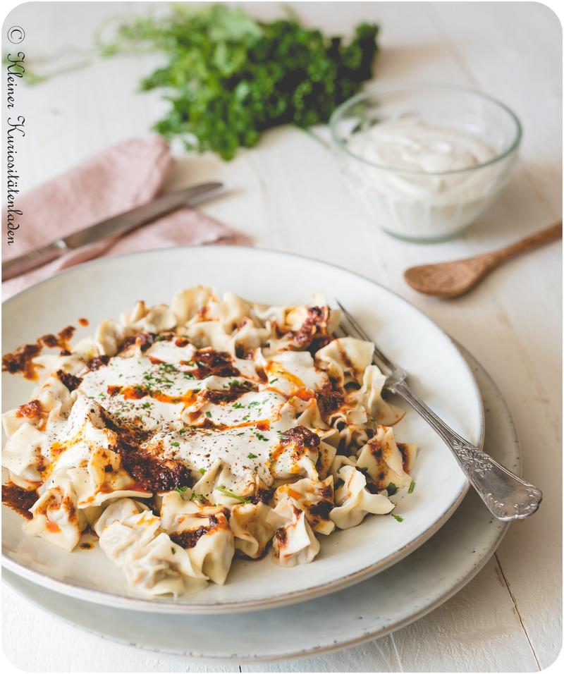 Rezept Manti | Türkische Teigtaschen mit Joghurtsauce und Paprikabutter