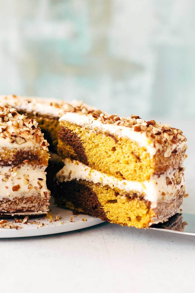 Rezept MARBLED PUMPKIN CAKE WITH MAPLE FROSTING