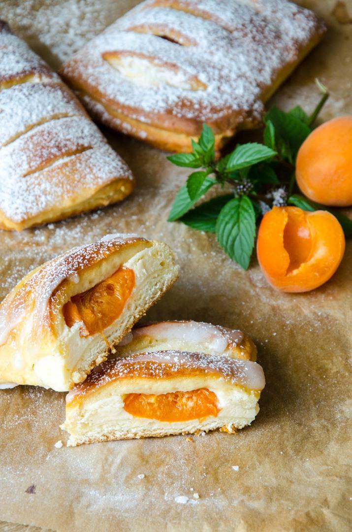 Rezept Marillen Topfen Germtaschen - Aprikosen Quark Hefetaschen