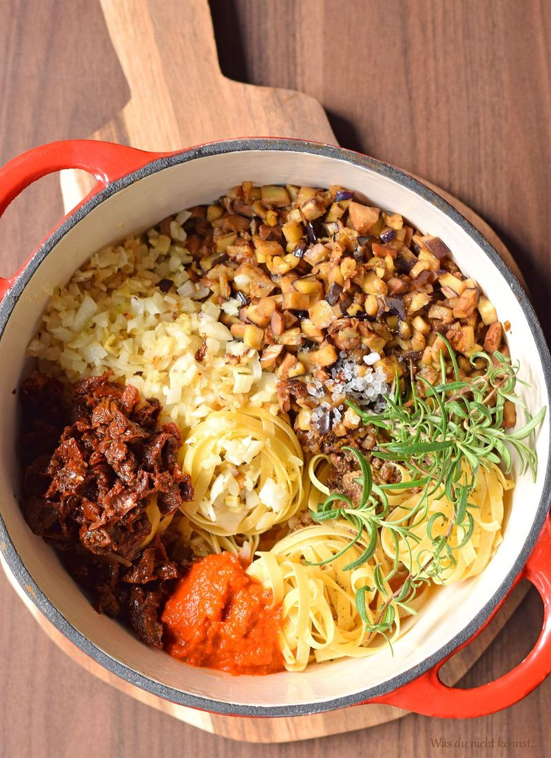 Rezept Mediterrane One Pot Pasta mit Auberginen