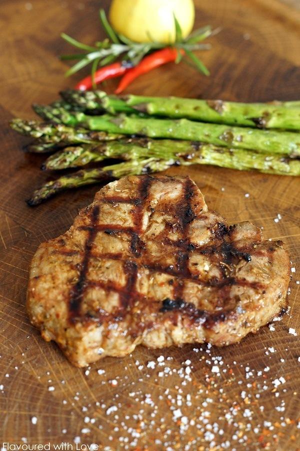 Rezept Mediterrane Steaks mit gegrilltem Spargel