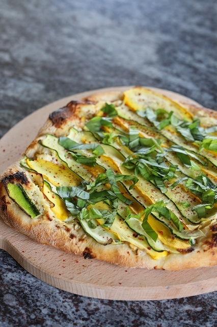Rezept Mediterraner Flammkuchen mit Ricotta und Zucchini
