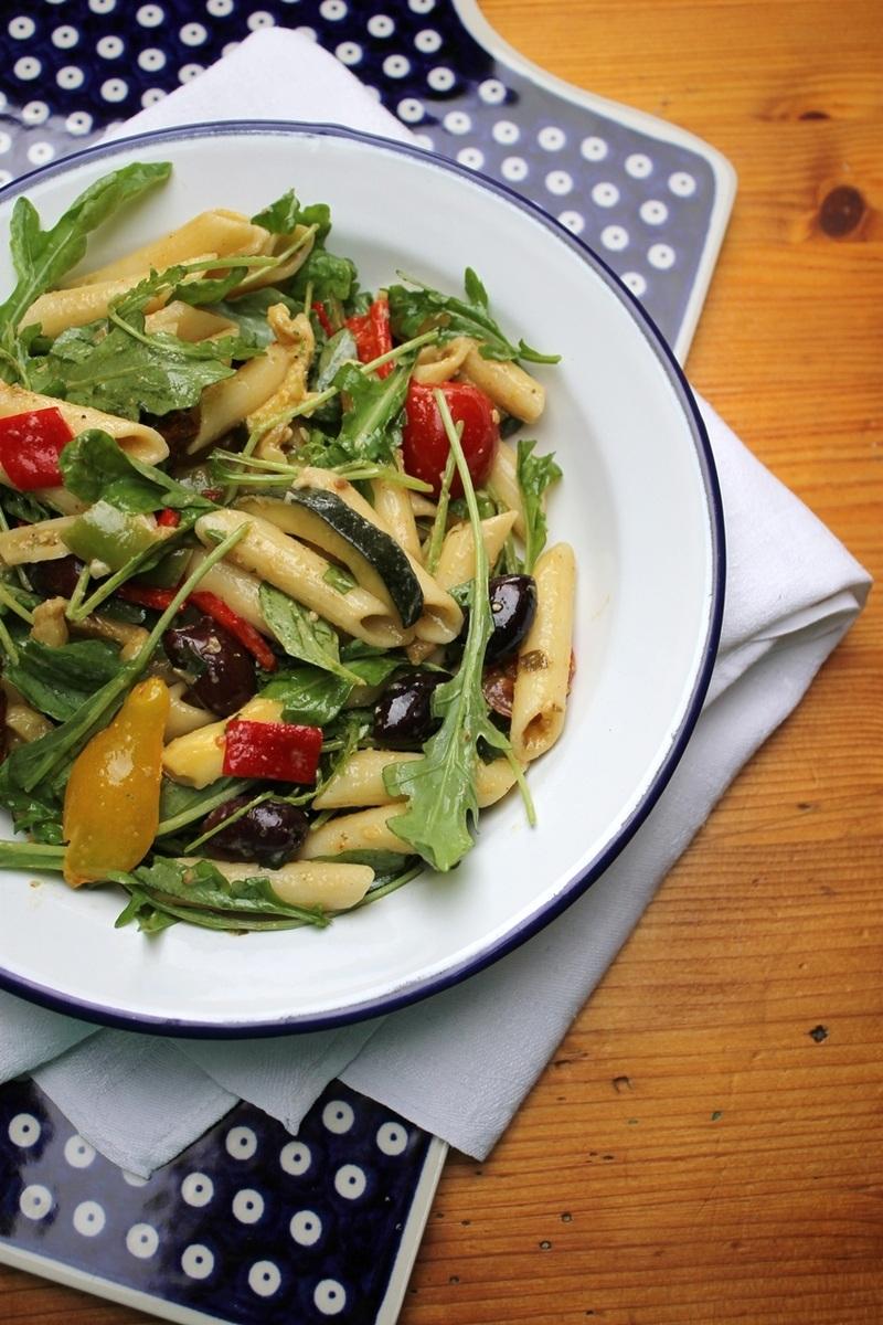 Rezept Mediterraner Nudelsalat mit gebratenen Zucchini