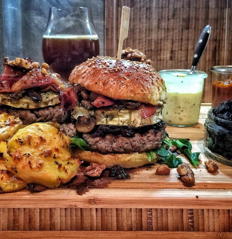 Rezept Mein perfekter Burger mit Ziegenkäse-Taler und Cranberry-Zwiebeln
