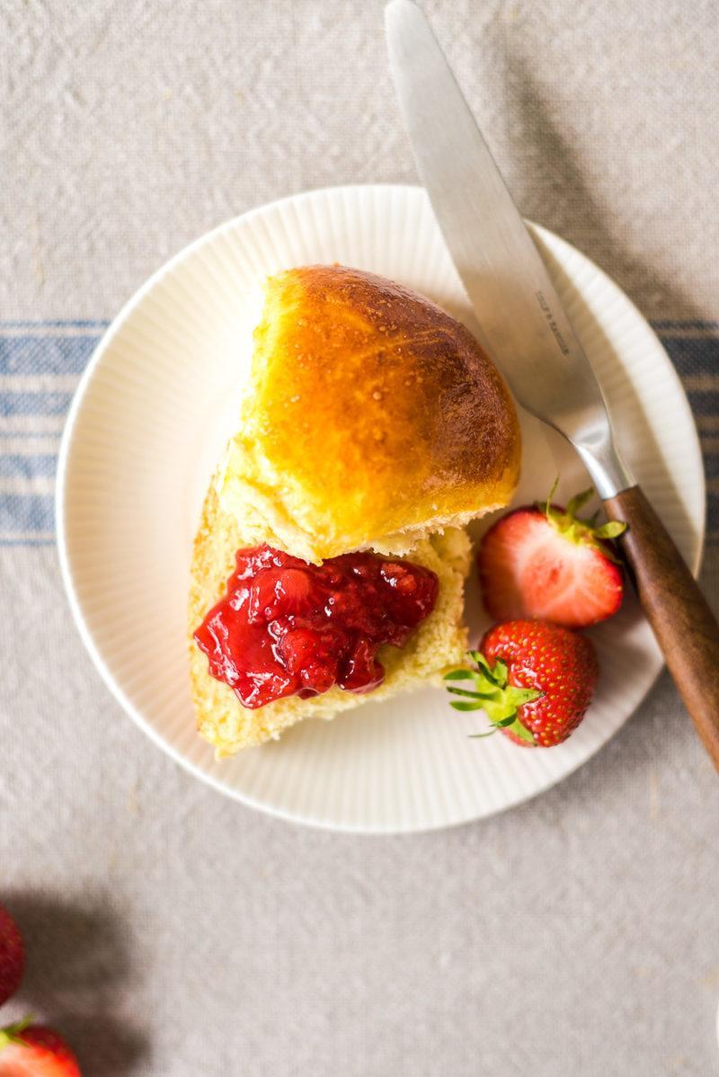 Rezept Milchbrötchen mit Erdbeer-Tonka-Marmelade