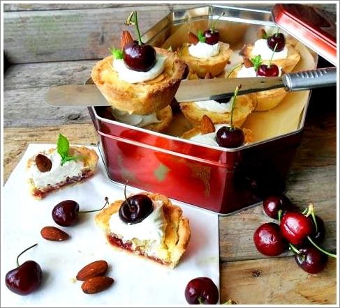 Rezept Mini Bakewell Tart mit Kirschen und Mandeln - glutenfrei