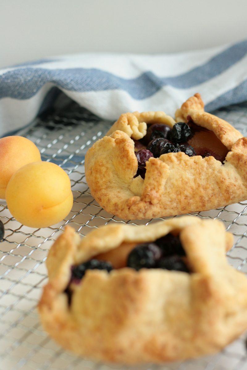Rezept Mini-Galettes mit Aprikosen und Heidelbeeren