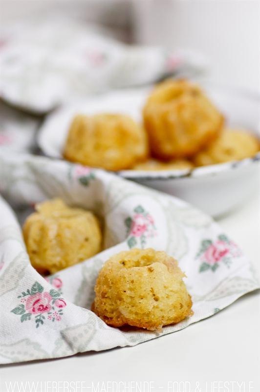 Rezept Mini-Gugl mit Rhabarber-Marzipan oder Eierlikör