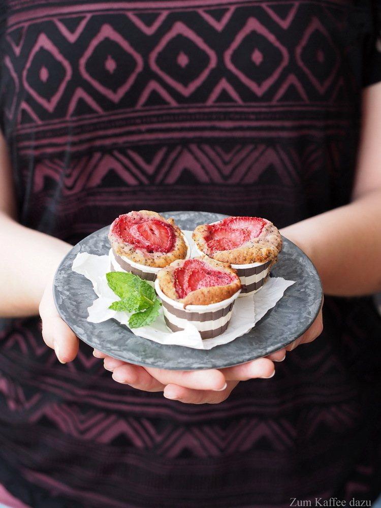 Rezept Mohn-Muffins mit Erdbeeren