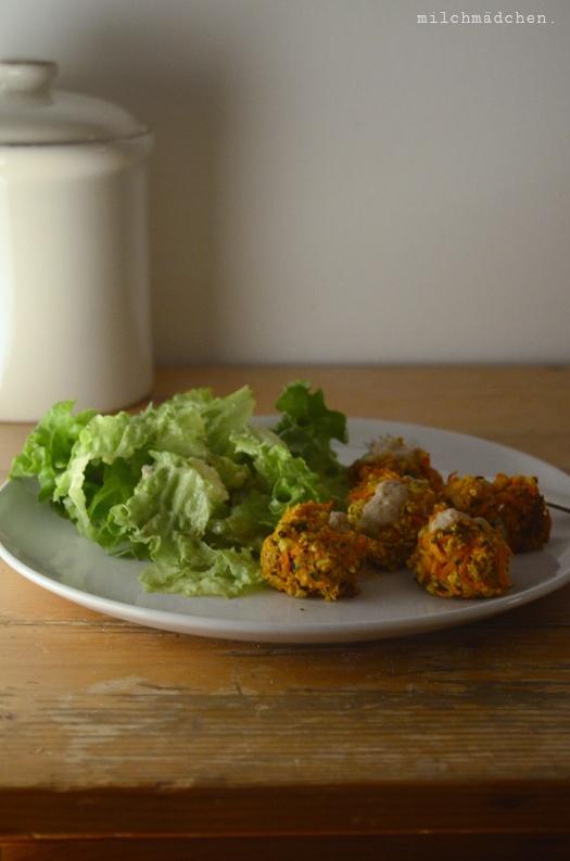 Rezept Möhrenfalafeln mit Sesamsauce und Salat