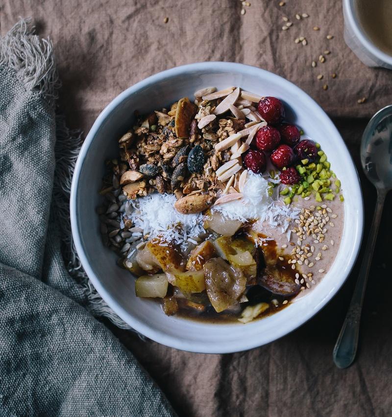 Rezept Muesli mit Dattelcaramel und Halva-Granola