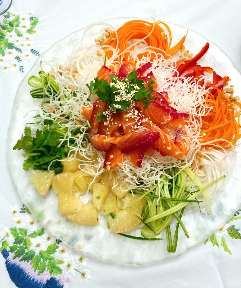 Rezept Natalie's Lachs Mix mit geworfenem Gemuese Salat