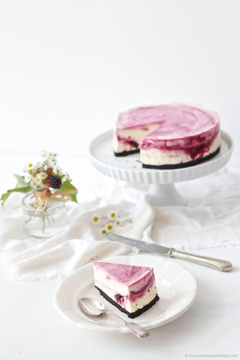 Rezept (No Bake) Oreo Cheesecake mit Brombeeren und weißer Schokolade