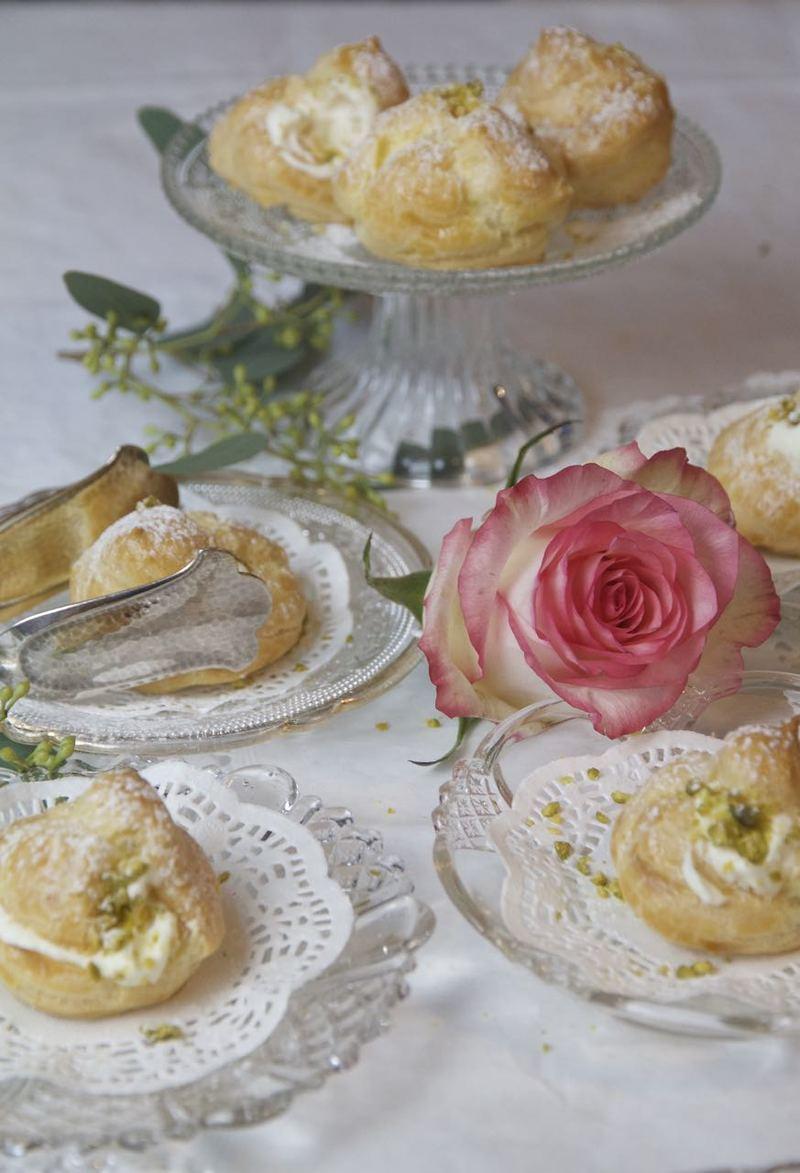 Rezept Noon-e Khame-i - persische Windbeutel mit Rosen-Pistazien-Sahne