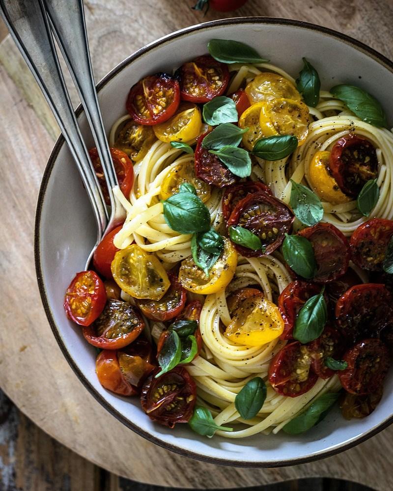 Rezept Nudeln mit karamellisierten Ofentomaten | Ein einfaches Sommerrezept für Pastafans