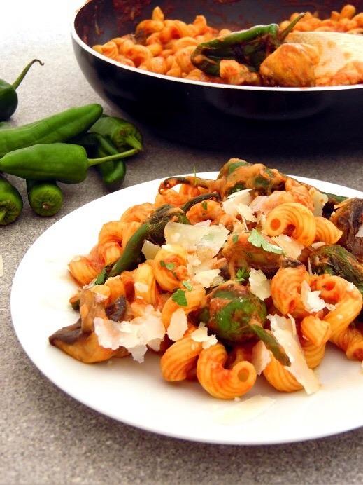 Rezept Nudeln mit Tomatensoße und Bratpaprika