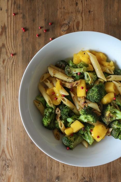 Rezept Nudelpfanne mit Brokkoli und Mango