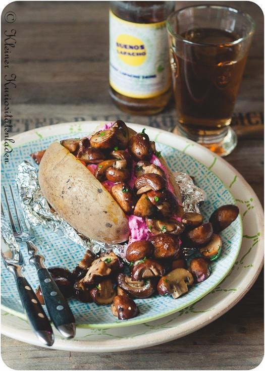 Rezept Ofenkartoffeln mit Rote-Bete-Tzatziki und gebratenen Champignons