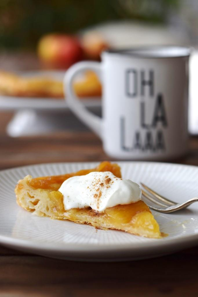 Rezept Oh la la! Einfache Apfel Tarte Tatin mit Blätterteig aus der Pfanne