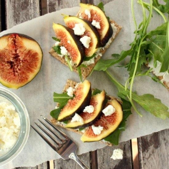 Rezept Olivencracker mit Rucola, Feigen & Ziegenkäse