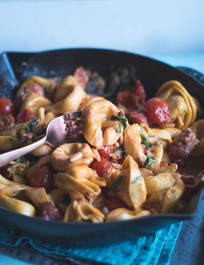 Rezept One Pan Tortelloni mit Salsiccia in Tomatenrahm