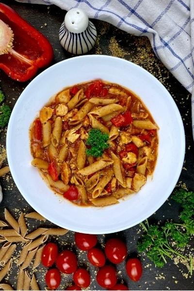 Rezept One-Pot Pasta mit Hähnchen und Gemüse