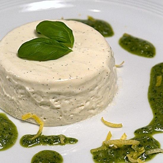Rezept Panna Cotta mit Basilikum und süßem Basilikumpesto