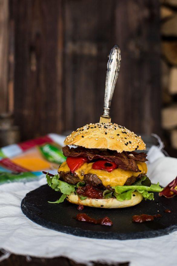 Rezept Paprika-Bacon Kerrygold Cheddar Burger Rezept