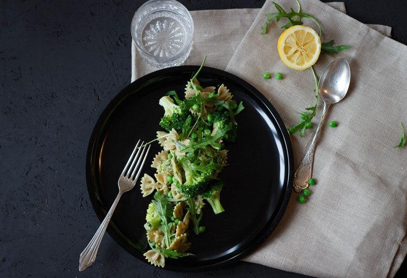 Rezept Pasta Deluxe mit veganem Pesto (und so viel Grün wie möglich)