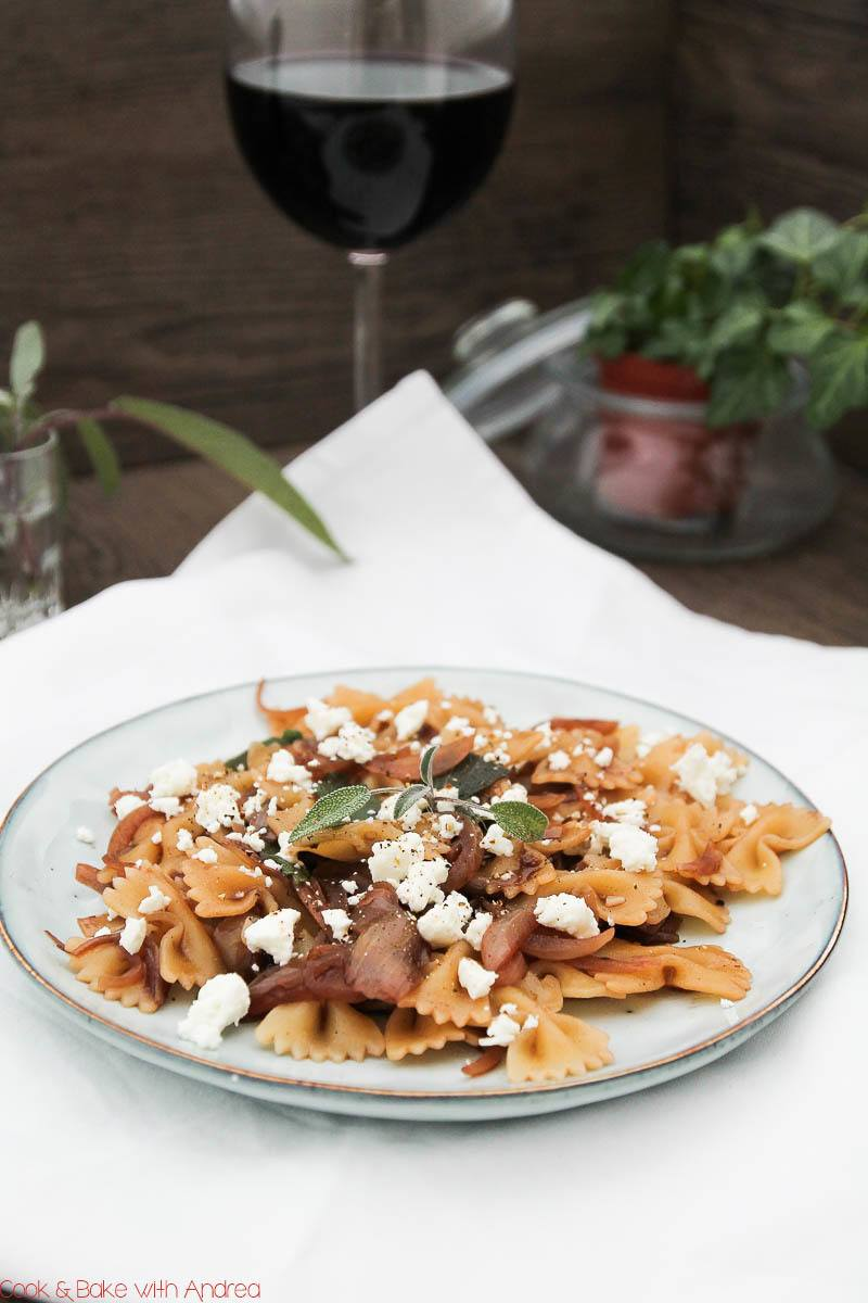 Rezept Pasta mit Feta, Salbei und Zwiebel-Confit