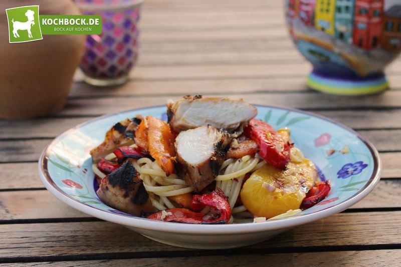 Rezept Pasta mit gegrillten Paprikas & mariniertem Huhn