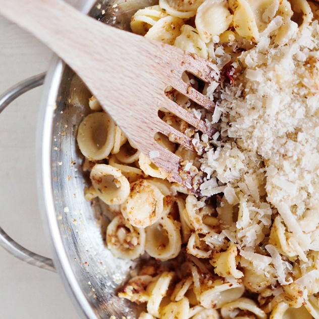 Rezept Pasta mit geröstetem Blumenkohl und Pinienkernen