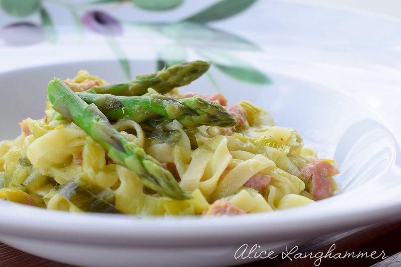 Rezept Pasta mit Spargel, Salsiccia und Lauch