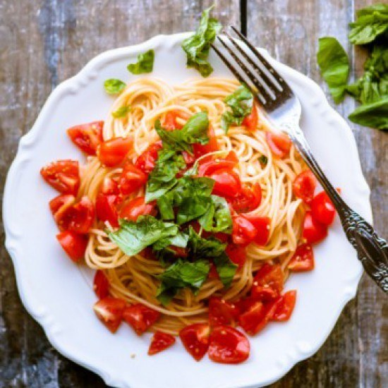 Rezept Pasta mit Tomaten, Knoblauch und Basilikum
