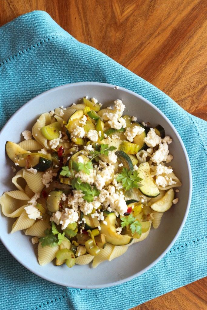 Rezept Pasta mit Zucchini, Staudensellerie und Feta