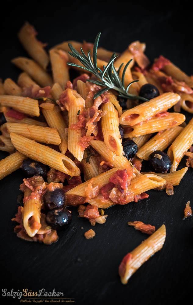 Rezept Penne mit scharfer Tomatensauce